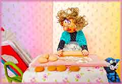Mobile - PC granny cooking cookies jigsaw puzzle